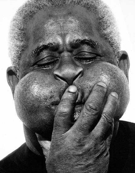 Dizzy Gillespie clowning around!