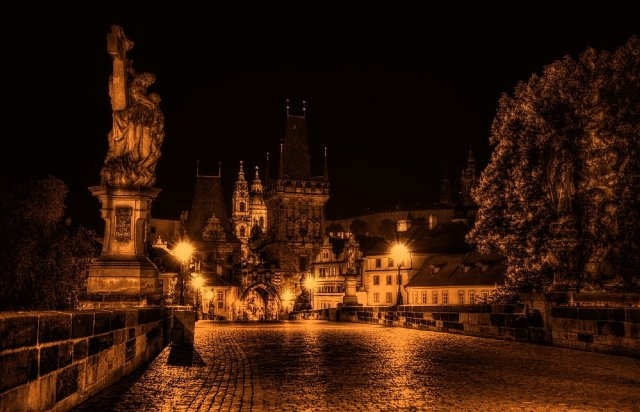 charles_bridge_at_night_by_pingallery-d4p865m-1