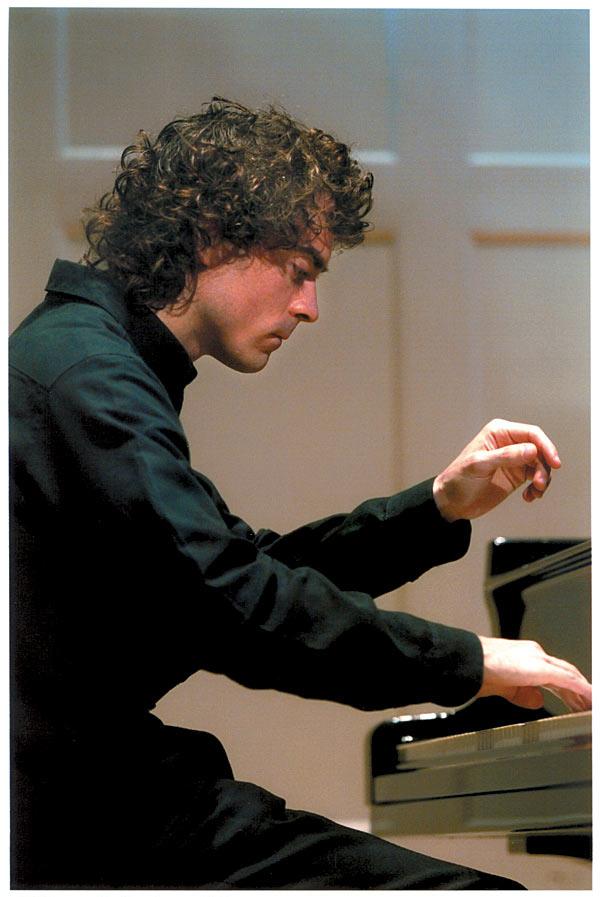 paul-lewis-playing